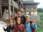 Guo Jianmei visiting children